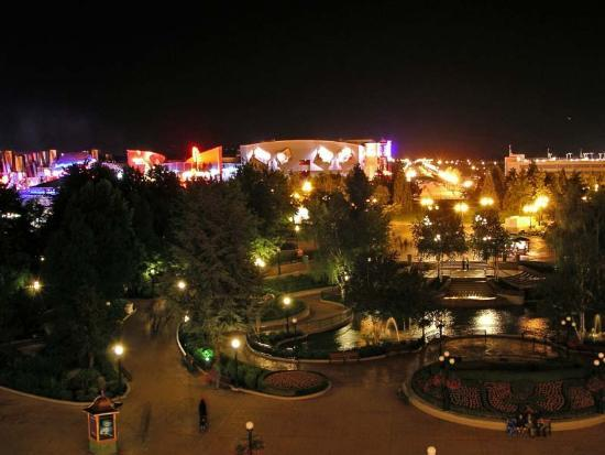 Disneyland Hotel : View from a Tinkerbelle Suite in Castle Club at night