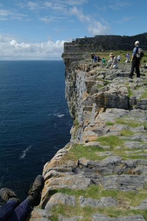 Inishmore, Ierland: Watch the edge