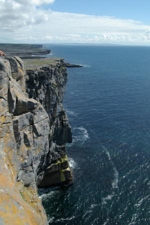 Dun Aengus, Fort d'Aonghasa : Cliffs at Dun Aengus