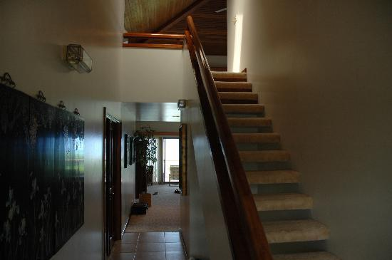 Puunoa Beach Estates: Stairs to the loft (BR3)