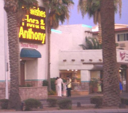 Sin City Hostel: Over the road from Sin city...themed weddings!
