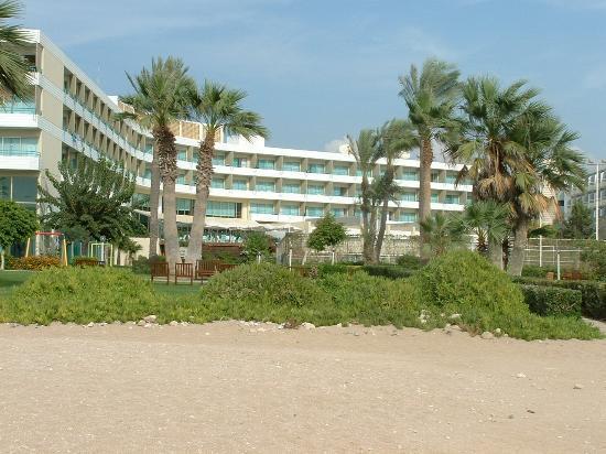 Louis Imperial Beach: Hotel View from Beach