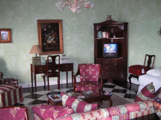 Half Moon : Living room