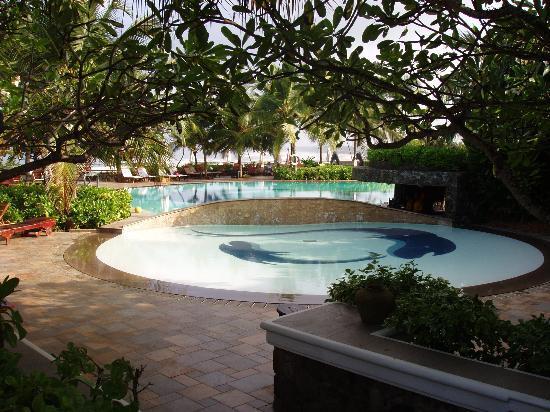 Vivanta by Taj - Bentota : The pool (early before breakfast!)