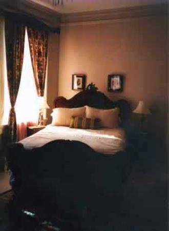 4 East Madison Inn Boutique Hotel: Lovely room 1