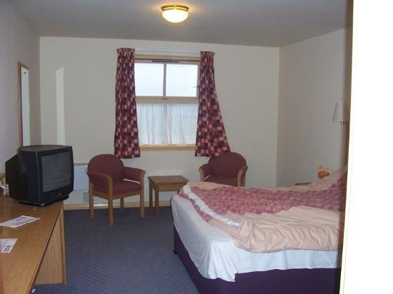 Premier Inn Falkirk North Hotel: Dusty Bedding
