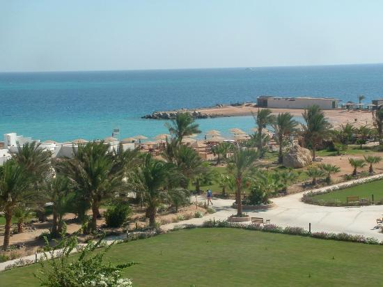 Hilton Hurghada Plaza: View to the Hilton Plaza's private beach.