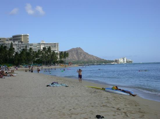 The Imperial Hawaii Resort at Waikiki: Beach side view of Waikiki