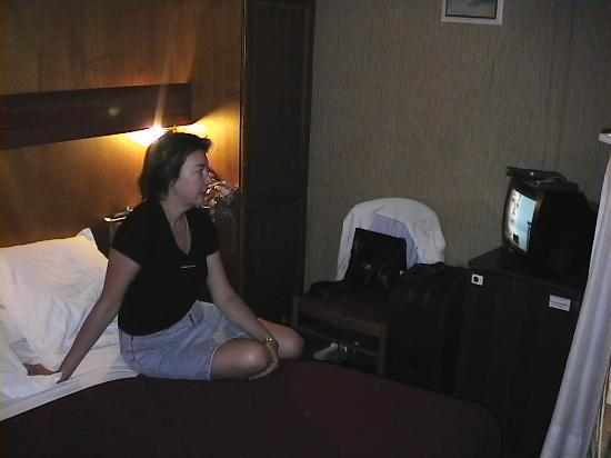 Hotel Bordeaux: TV programs are mainly in French, one in German, CNN & Eurosport in English