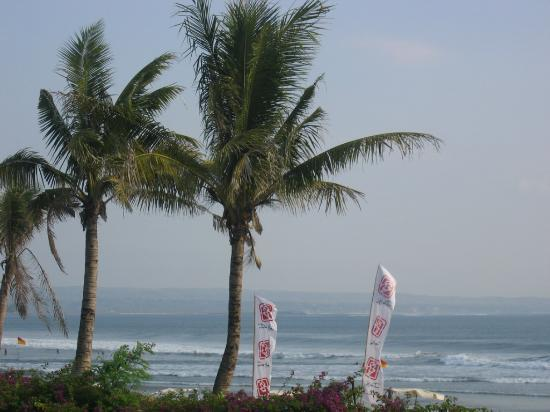 Padma Resort Legian: Beach View from Sun Loungers.