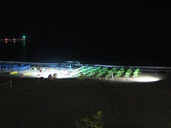 Kriti Beach Hotel: A view at night