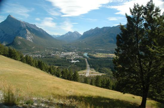 Banff Park Lodge Resort and Conference Centre: View of Banff from Mt. Norquay