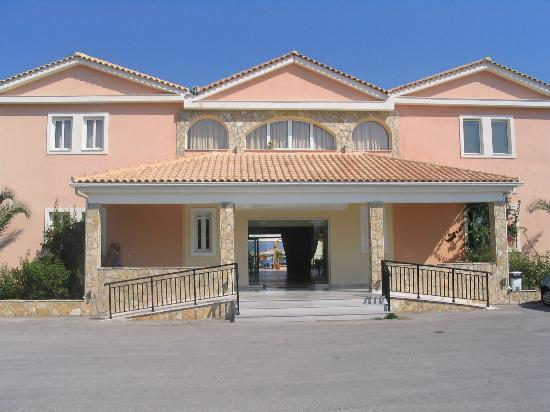 Alykanas Village Hotel: The entrance