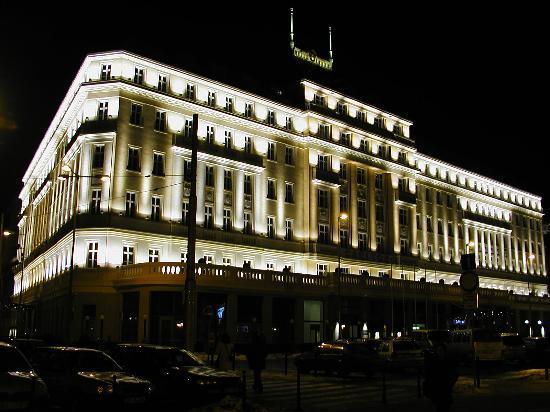 Radisson Blu Carlton Hotel, Bratislava: Carlton by night