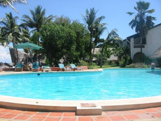 Pinewood Beach Resort & Spa: Pool at Pinewood Village
