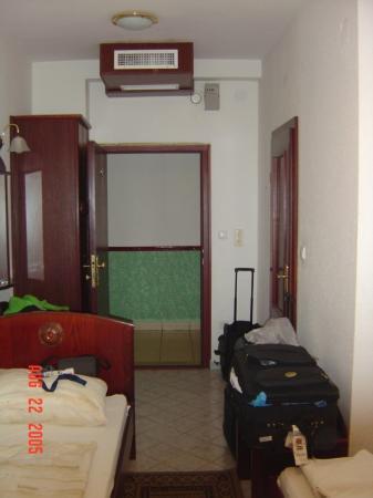 Hotel Polus: Tiny, dirty room on the 3rd floor