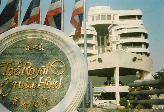 A-One The Royal Cruise Hotel : In front of the hotel