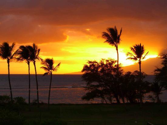 Maui Schooner Resort: Sunset from balcony