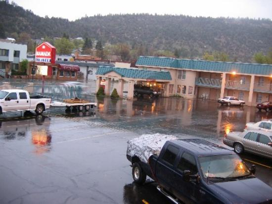 Days Inn Durango: Ramada Limited - rainy day in April 2005