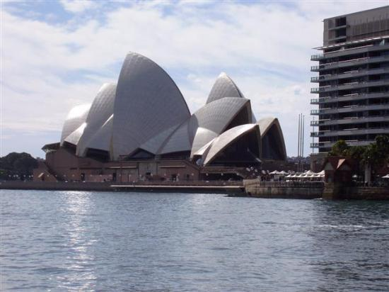 The Crest Hotel: Opera House viewed from Central Quay