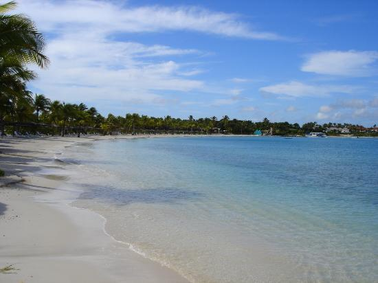 Jumby Bay, A Rosewood Resort : Jumby Bay beach