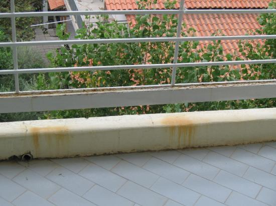 Florida Blue Bay : Rust on the balcony