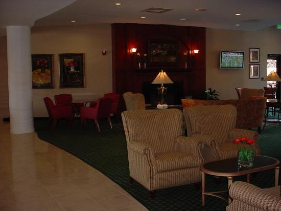 Courtyard High Point: Lobby area with Plasma Screen TV