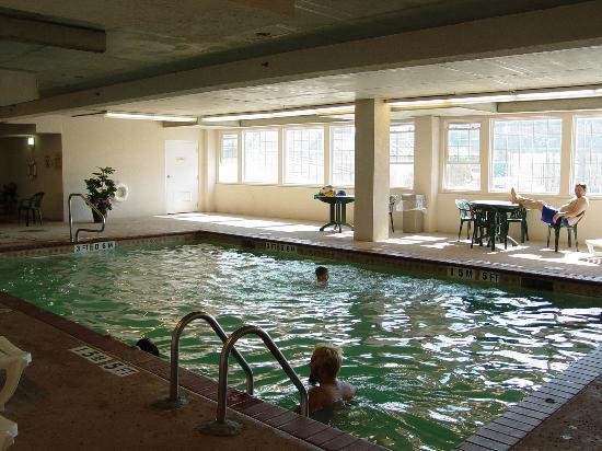 Quality Inn & Suites Beachfront: The indoor pool was fun!