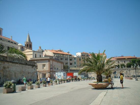 Alghero, Italia: Harbour Piazza