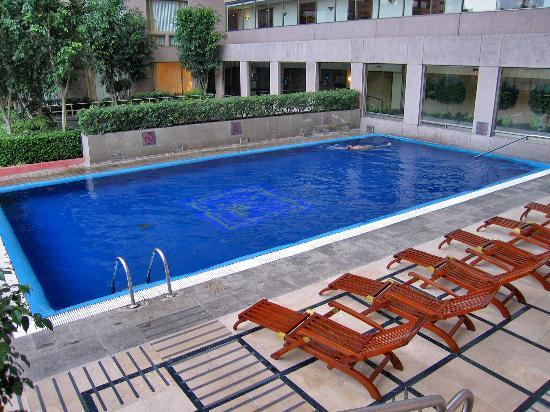 JW Marriott Hotel Mexico City: Outdoor pool on 7th floor