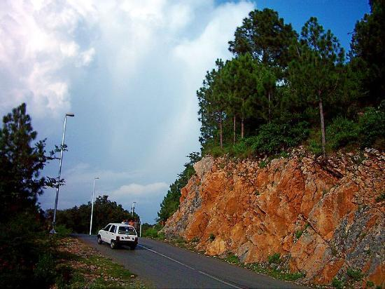 Margalla Hills: A nice view on road to Peer Sohawa
