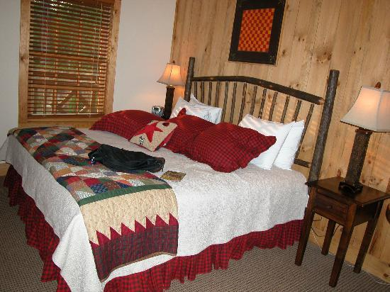 The Lodge at Buckberry Creek: The King-size Bed