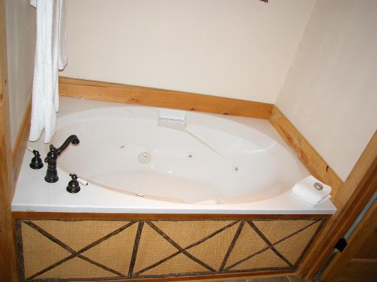 The Lodge at Buckberry Creek: The Jacuzzi Bathtub