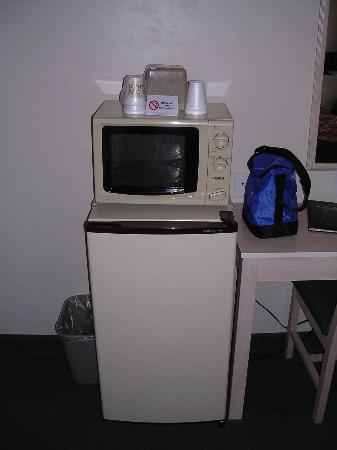 River Canyon Lodge Inn and Suites: Microwave and fridge are nice.  No coffee maker but free coffee in the lobby.