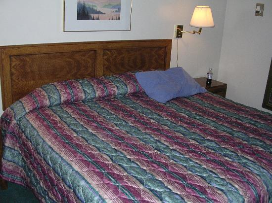 Days Inn Richfield : Large and comfortable bed.