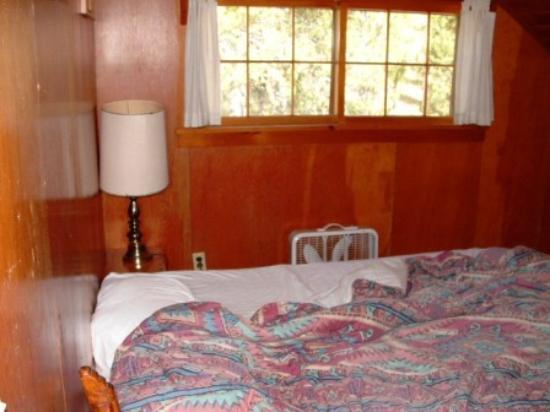 Pahaska Teepee Resort: room with 1 Queen in 3 Queen unit