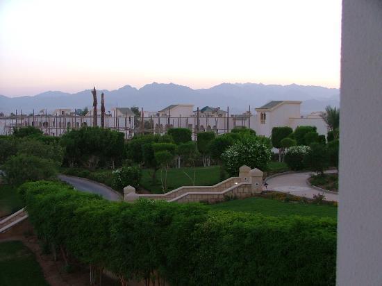 Hyatt Regency Sharm El Sheikh Resort: Rear View Of Mountains just B4 Sunset