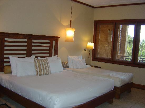 Heritage Awali Golf & Spa Resort : The Hotel Bedroom (Triple Room)