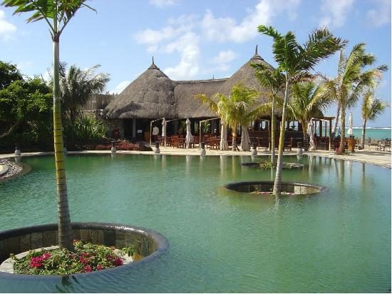 Heritage Awali Golf & Spa Resort: The Pool and Beach Bar