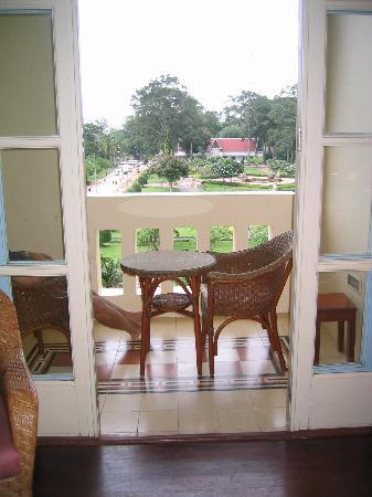 Raffles Grand Hotel d'Angkor: Balcony and view over main square