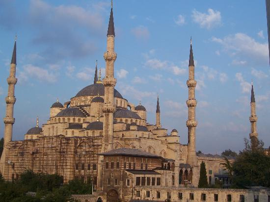 Askin Hotel: View of Blue Mosque from hotel room in the afternoon.