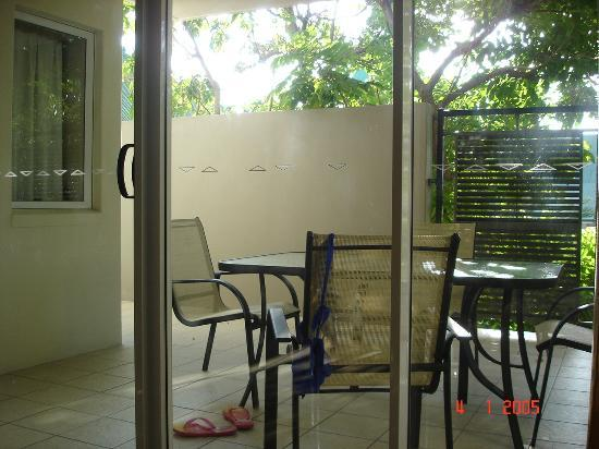 Kangaroo Point Holiday Apartments: Balcony area from living room - also a accessible from the double room