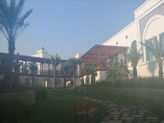 Park Hyatt Dubai: Hotel Exterior Courtyard