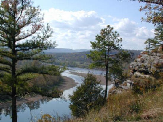 ‪‪Calico Rock‬, أركنساس: Looking west up the White River from the bluffs of Calico Rock‬