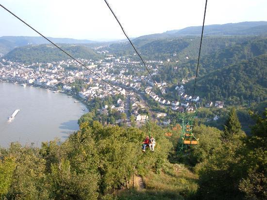 Pension bei Schinderhannes und Julchen: Chairlift ride looking down on Boppard