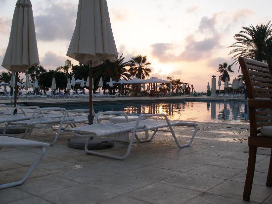 Louis Ledra Beach: sunset over adult pool