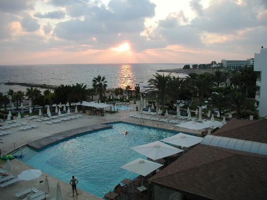 Louis Ledra Beach: main pool sunset
