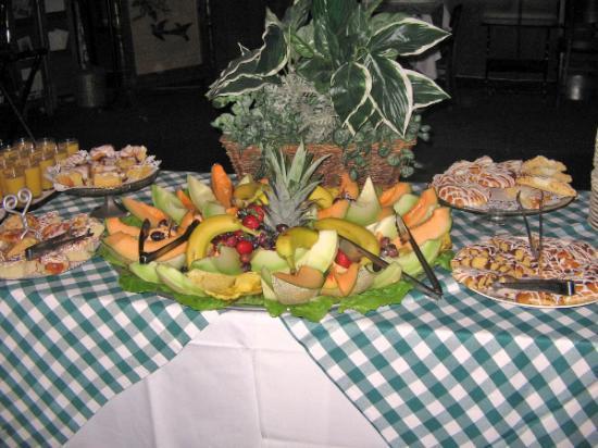 Bavarian Manor Country Inn & Restaurant: Breakfast Buffet