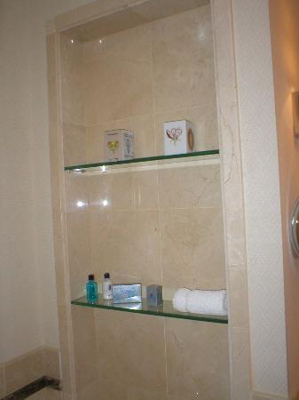 The Ritz-Carlton, Santiago : Shelf at the bathroom