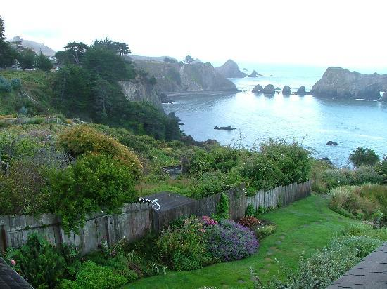 Sandpiper House Inn: gardens and ocean view from our window